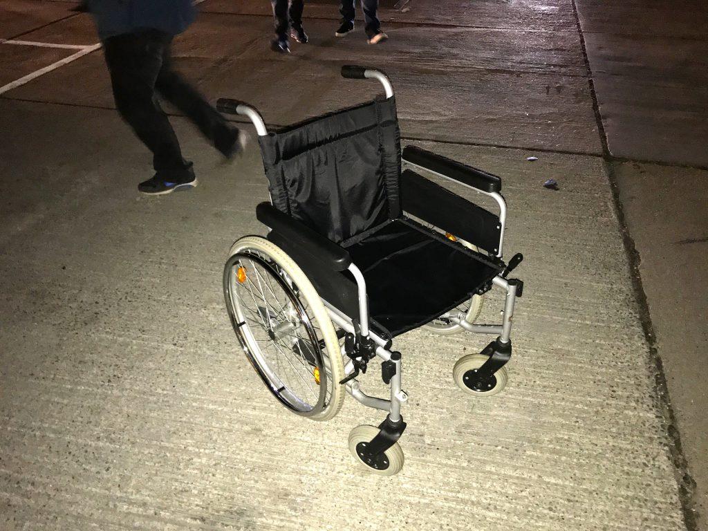 Sweet Deed #83 - Aflevering af kørestol